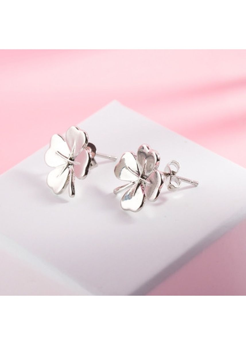 Silver color  . Lady Novel Plant Leaf Shape Handmade Copper Platinum Plated Party Stud Earrings -