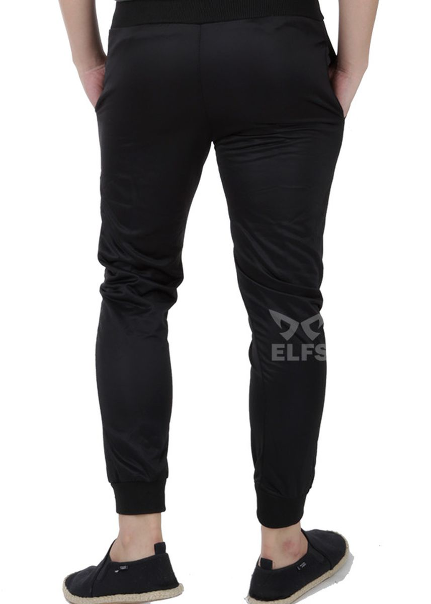 Black color Casual Trousers and Chinos . Celana Jogger Pria Lotto Panjang -