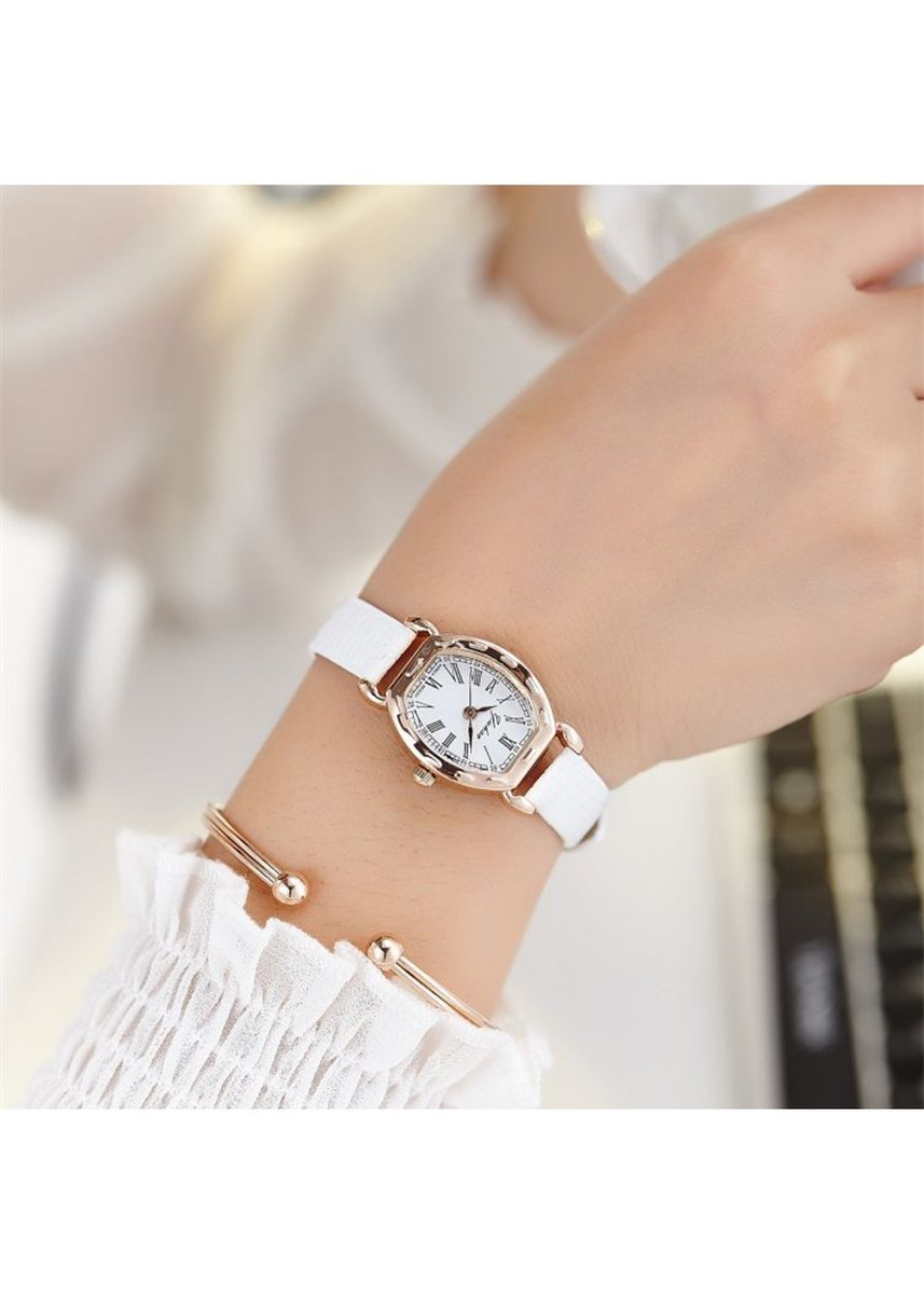 White color Analog . Women's White Strap Retro Watch Oval Roman Digital Belt Watch -