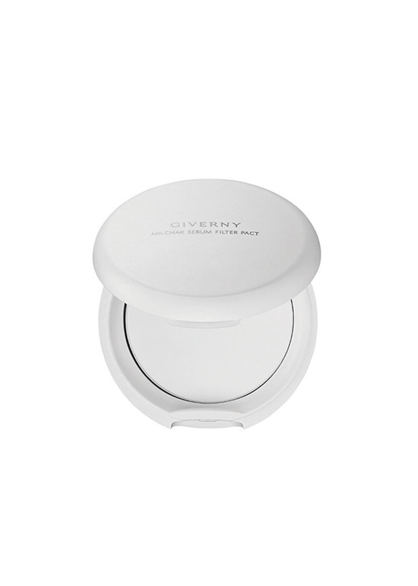 White color Face . Giverny Milchak Sebum Filter Pact - Translucent -