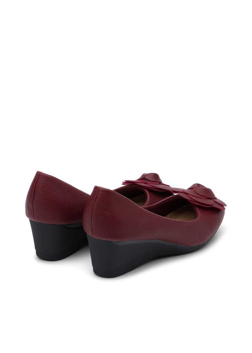 Red color Heels . รองเท้าคัชชู By Bekazii รุ่น Rossie Prima Wedge in Burgundy -