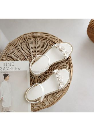 White color Sandals and Slippers . Female Boy Simple Casual Flat Flower Size Code 31-43 Sandals 18419 -