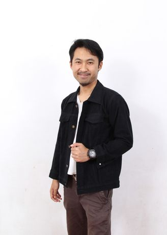 Black color Outerwear . Jaket Jeans Denim Pria - Hitam -