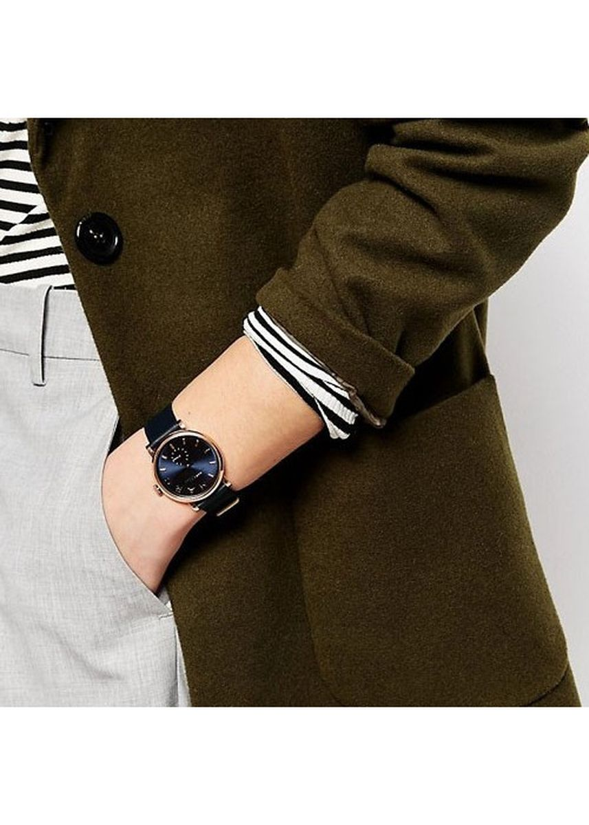 Navy color Chronographs . Marc Jacobs MBM1329 Baker Navy Dial Navy Leather 36mm Ladies Watch -