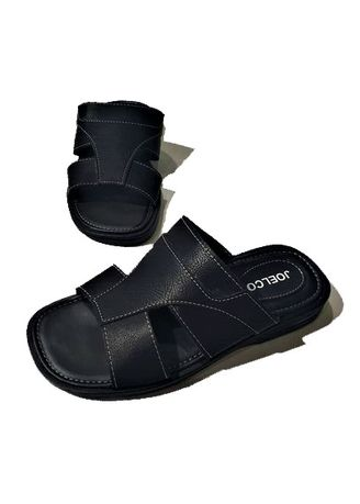 Sandals and Slippers . Thirteen Sandal Flat Pria 04 -
