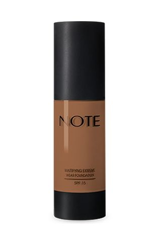 Beige color Face . Note Mattifying Extreme Wear Foundation Pump - 108 Terra -