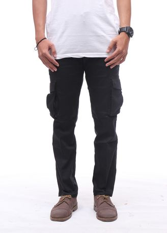 Black color Casual Trousers and Chinos . Cora - Cargo Pants Pria -
