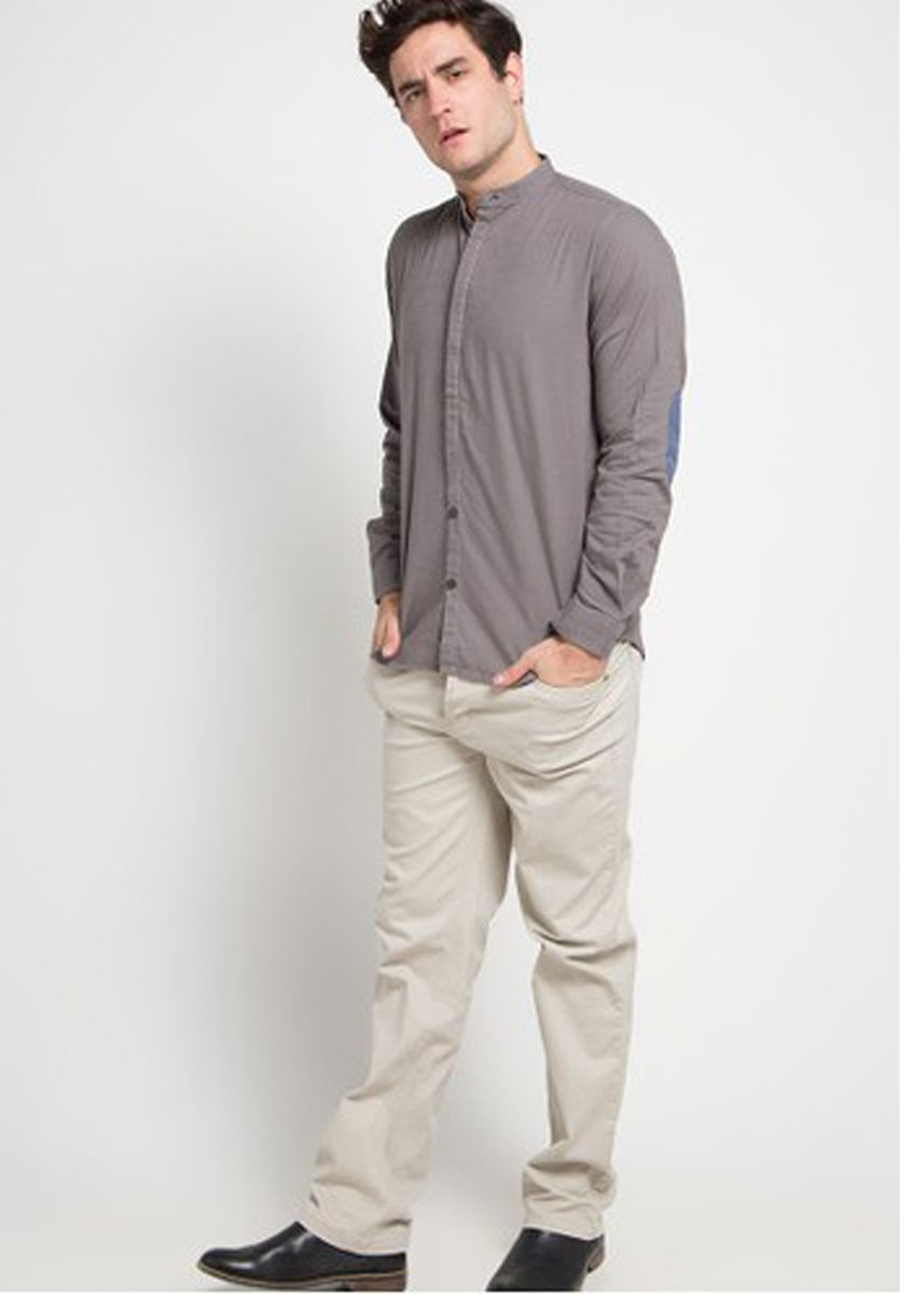Beige color Casual Trousers and Chinos . Emba Classic Mozes One Celana Panjang Pria Warna Cream -