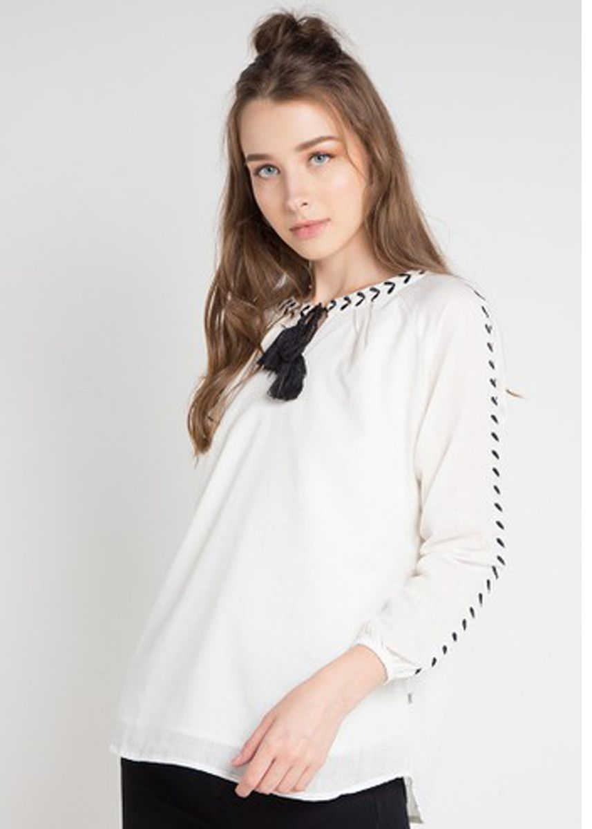 White color Tops and Tunics . Morphidae Aghata Women Blouse in White -