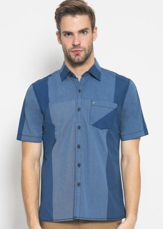 Biru color Kemeja Kasual . Regular Fit - Kemeja Casual - Motif Two Colour -