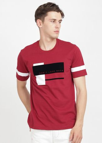 Maroon color T-Shirts and Polos . Rave Habbit Casta T-shirt Pria- Maroon -