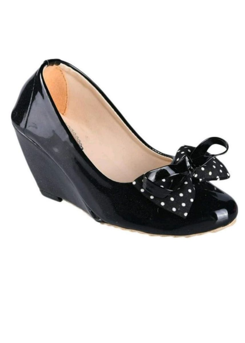Black color Heels . polkadot hitam -