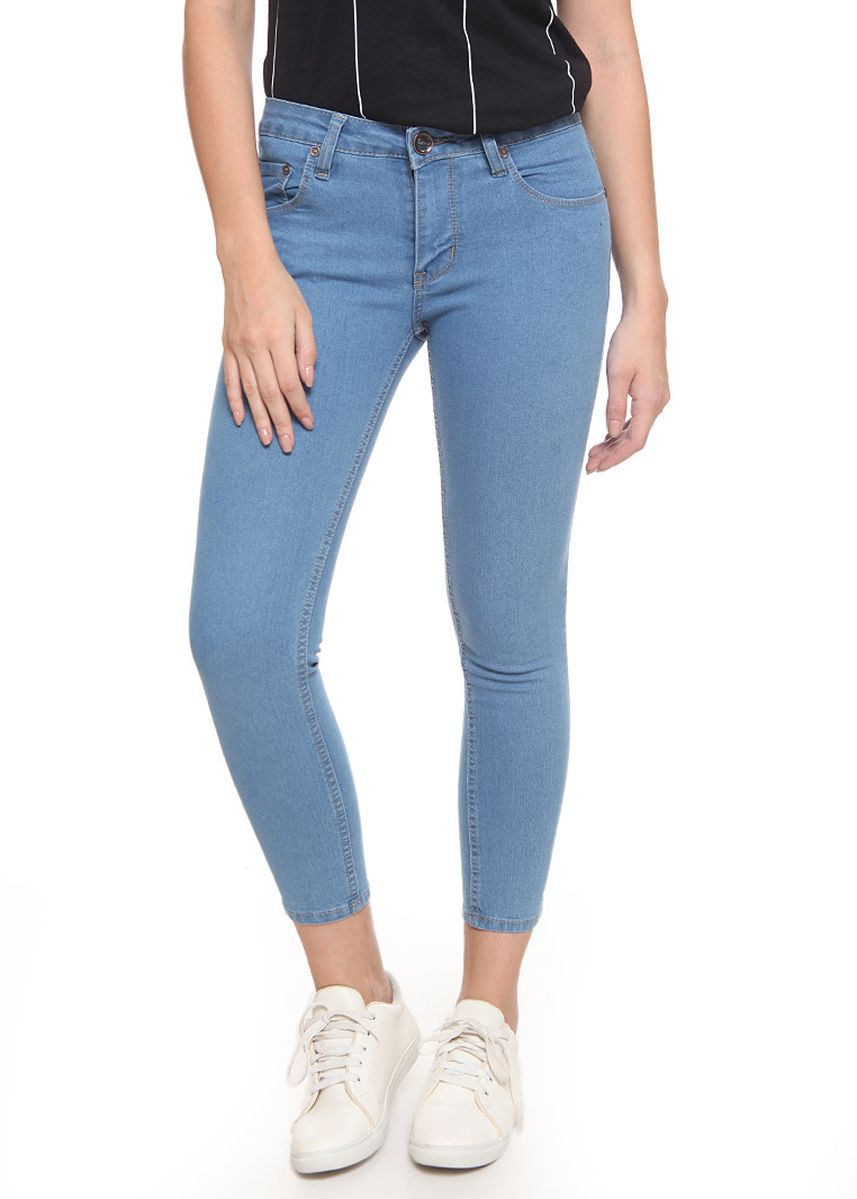 Light Blue color Jeans . 2RW Jeans Mid Rise Sculpt Jeans Sky Blue -