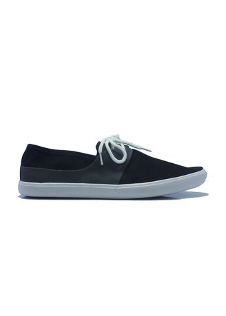 Casual Shoes . Canvas Sneakers in Black -
