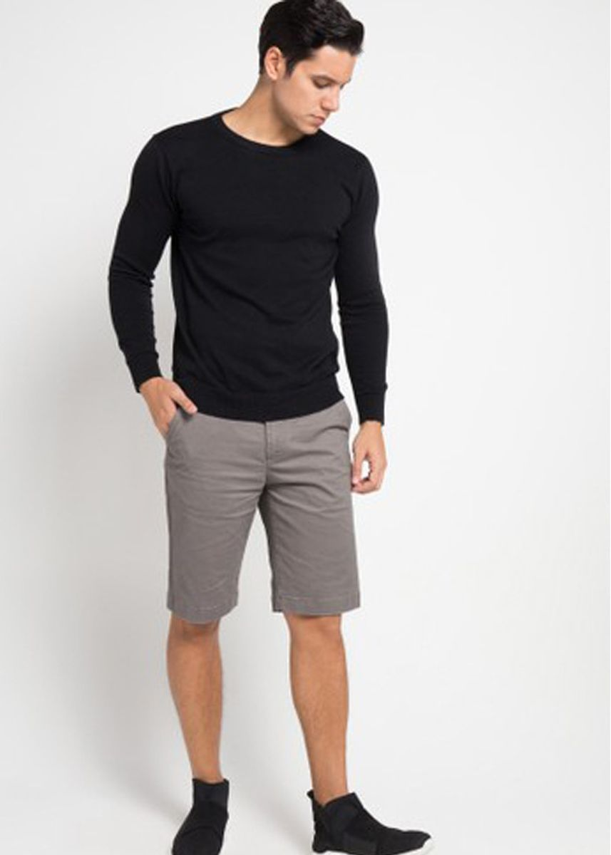 Grey color Shorts & 3/4ths . EMBA CLASSIC-Arion Two Celana Pendek Pria Warna Grey -