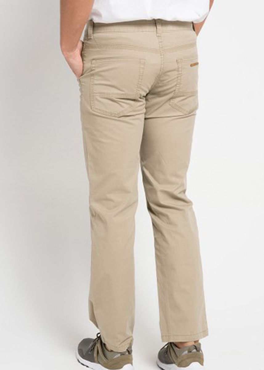 Khaki color Casual Trousers and Chinos . EMBA JEANS-Geroy Celana Panjang Pria Warna Light Khaki -