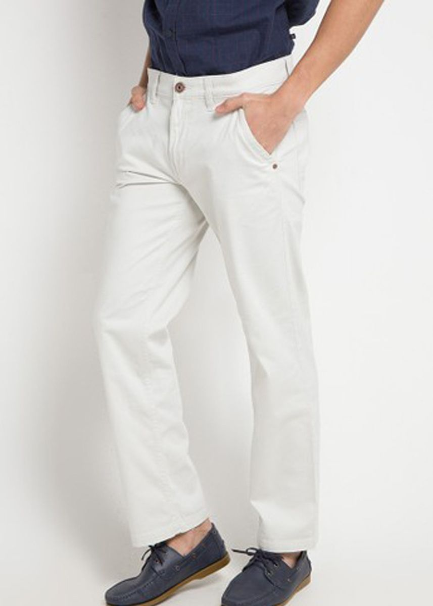 Beige color Casual Trousers and Chinos . EMBA CLASSIC-Ofno Celana Panjang Pria Warna Cream -