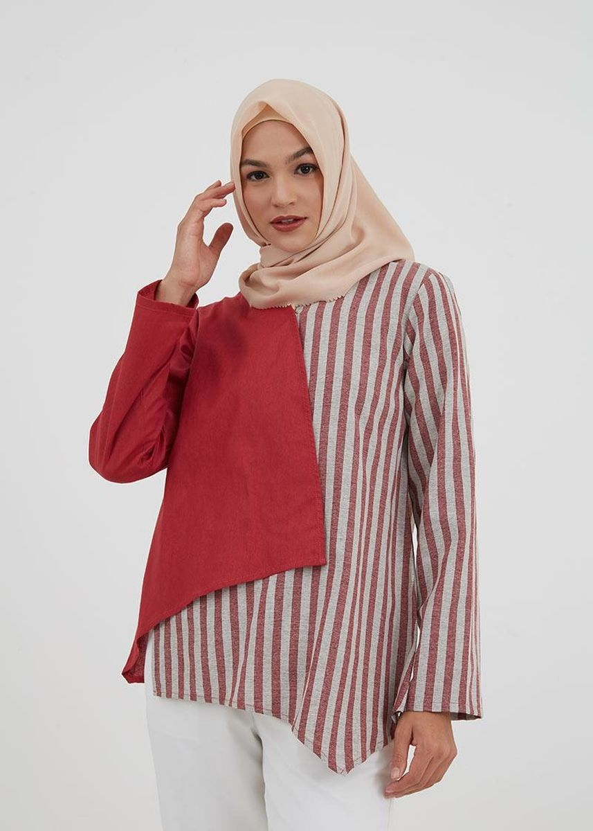 Merah color Outerwear . Hijabenka Ceme Combi Outer Red Pink -