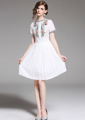 ขาว color เดรส . New High-end Embroidered Short Sleeve Slim Pleated Chiffon Dress -