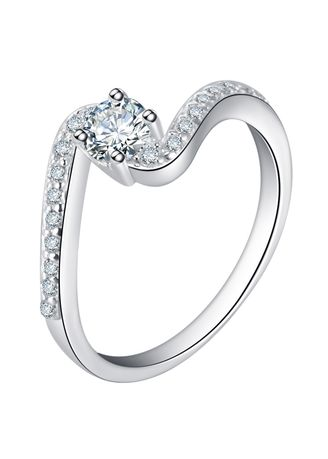 Silver color  . Silver Kingdom Original 92.5 Italy Silver Four Prong Ring -