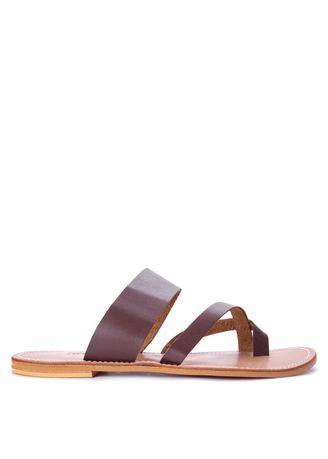 Maroon color Sandals and Slippers . Carmelletes Toe Ring Slip Ons -