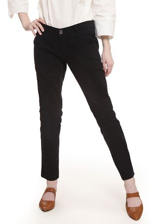 Hitam color Celana Panjang .  2nd Red Slim Fit Chinos Trousers Black -