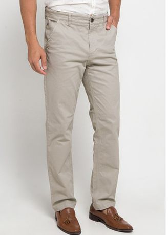 Light Grey color Casual Trousers and Chinos . EMBA CLASSIC-Edzra Celana Panjang Pria Warna Light Grey -