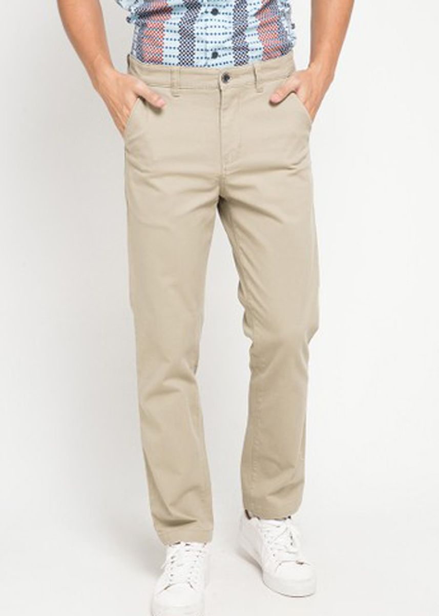 Khaki color Casual Trousers and Chinos . EMBA CLASSIC-Gavin Celana Panjang Pria Warna Khaki -