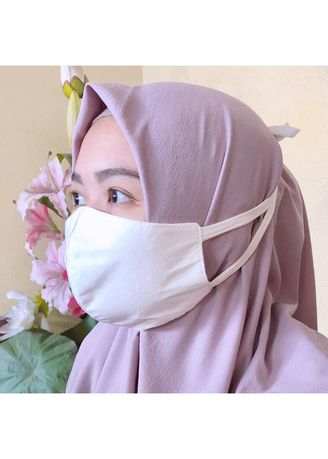 White color Other . Masker kain Non Medis -