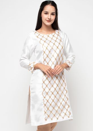 Putih color Atasan . Chanira Festive Ava Tunic -
