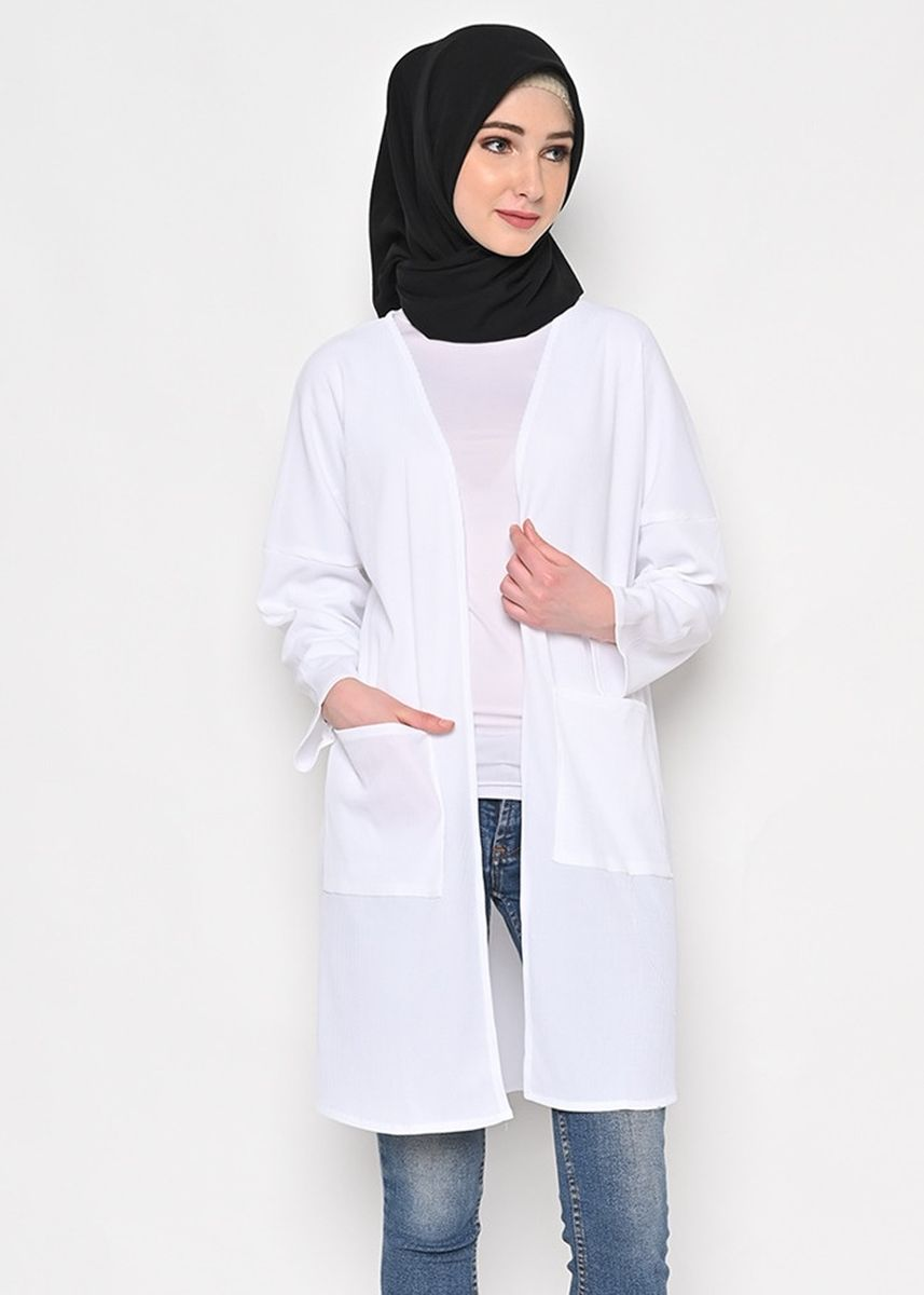 Putih color Outerwear . Mora Outer -