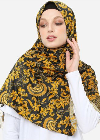 Hitam color Hijab . Headscarf Pashmina Goldy Night -