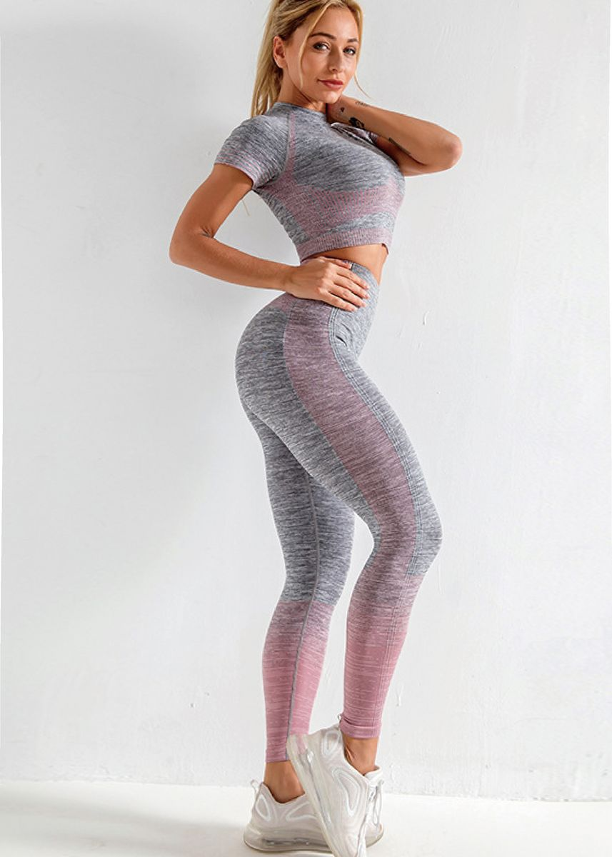 ชมพู color ชุดกีฬา . Ladies Seamless High-stretch Fitness Sport Yoga Wear 2pcs Set -