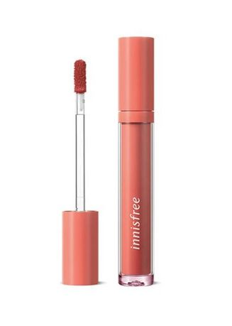 Tan color Lips . Innisfree Fruity Squeeze Lip Tint No. 7 4g -