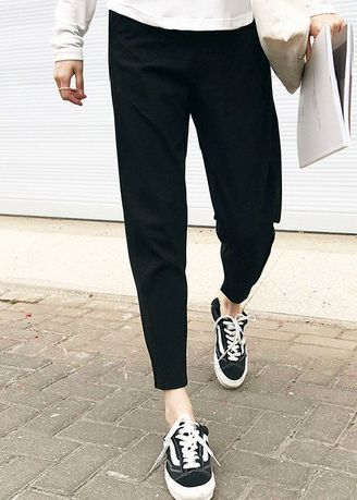 Black color Trousers . Casual Regular Fit Trousers -